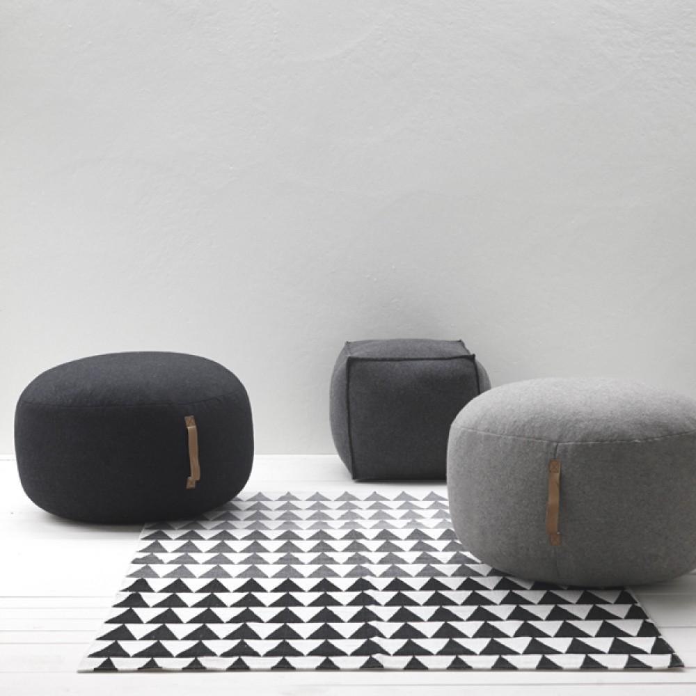 Uld puf m/ læderhank mørk grå-30