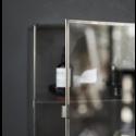 Lille glasskab m/stål kanter